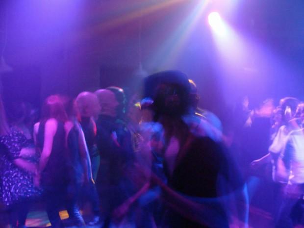 Dancing 03
